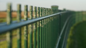 fence-442270_640(1)